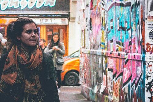 girl-graff-street